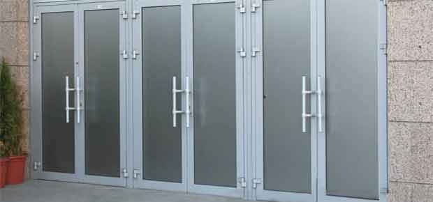 Распашные двери для офиса