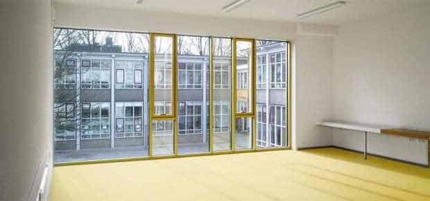 Поворотно-відкидні вікна для квартири
